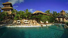 Petite île privative au cœur des Iles Vierges Britanniques, Necker Island offre l'exclusivité, la tranquillité façon Robinson Crusoe en version ultra luxe. Vous pourrez louer l'île pour vous uniquement ou seulement l'un des 14 bungalows à travers l'île