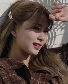 twice tzuyu icon Kpop Girl Groups, Korean Girl Groups, Kpop Girls, Nayeon, Foreign Celebrities, Sana Momo, Kpop Hair, Jihyo Twice, Chaeyoung Twice