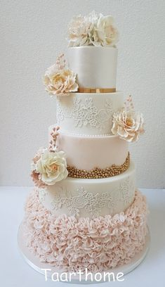 Weddingcake peach white gold lace ruffles sugar flowers – Wedding cake – # … – Famous Last Words Floral Wedding Cakes, Wedding Cakes With Flowers, Elegant Wedding Cakes, Beautiful Wedding Cakes, Gorgeous Cakes, Wedding Cake Designs, Wedding Cake Lace, Fondant Wedding Cakes, Wedding White
