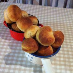 Potatissnibbar!   200g potatis 13dl vetemjöl 4dl mjölk 15g jäst 1msk salt 50g smör.   Blanda ihop och låt jäsa i 1,5h. Baka ut till 18 snibbar och jäs ytterligare 30 min.  15-20min i ugn på 220g.   Recept från boken MATBRÖD, baka världens bästa bröd (Annica Triberg)