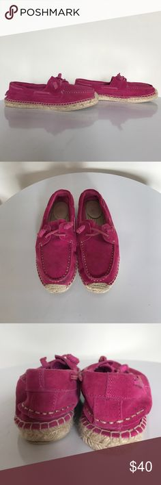 Sperry Topsider boat shoes Perfect for Spring and summer! Magenta pink leather upper with rope outsole. Good condition- some of the rope inside has frayed, shown on pictures. Sperry Shoes Flats & Loafers