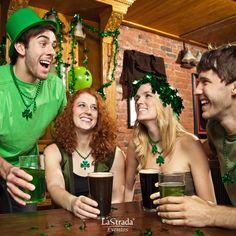 O dia de São Patrício é comemorado nos países de língua inglesa mais ou menos como o carnaval brasileiro. Nesse dia todos saem às ruas vestidos de verde para assistir ao desfile e comemorar.