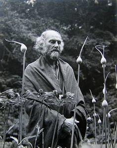 "kvetchlandia: "" Imogen Cunningham Painter Morris Graves in His Leek Garden 1973 "" August Sander, Alfred Stieglitz, Edward Weston, Ansel Adams, Portland, Imogen Cunningham, John Cage, Female Photographers, Les Oeuvres"