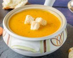 Soupe surprise light de carottes, poires et oignons : http://www.fourchette-et-bikini.fr/recettes/recettes-minceur/soupe-surprise-light-de-carottes-poires-et-oignons.html#