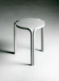 X-jalkainen jakkara (1954), Design: Alvar Aalto.  #alvaraalto #stools #chairs #furnitures #finishdesign #jakkarat #suomalainenmuotoilu