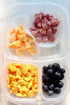 Use a bento box to create this easy, make-ahead school lunch with cubed ham and cheese, Goldfish crackers, and blueberries! Click through for more school lunch ideas. [ad]