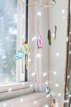 Add some natural colors to your boho space with this DIY agate mobile project.