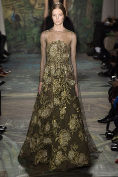 See the complete Valentino Spring 2014 Couture collection.