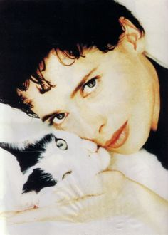Isabella Rossellini... Sexy and the Kitty
