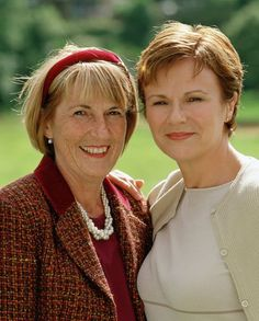 Julie Walters (right) poses with Angela Baker (left). Calendar Girls Movie, Julie Walters, Ageless Beauty, English Actresses, Event Photos, Aging Gracefully, Picture Photo, Ciaran Hinds, Helen Mirren