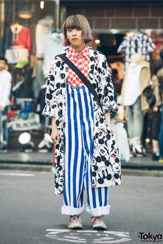 Harajuku Girl in Mickey Mouse Coat, Checkerboard, Stripes & Kiramisa Kanji Purse Tokyo Street Fashion, Tokyo Street Style, Japanese Street Fashion, Japan Fashion, Look Fashion, Trendy Fashion, Fashion Design, Japan Street Styles, Fashion Styles