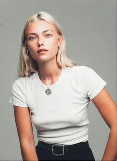 Tee, leather belt and pendant   Classic easy outfit   The UNDONE