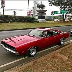 The American automobile brand, Dodge, is offering their newly revived muscle car, the 2017 Dodge Mopar, Dodge Muscle Cars, Custom Muscle Cars, Us Cars, Sport Cars, Classic Sports Cars, Classic Cars, Gp Moto, 1969 Dodge Charger
