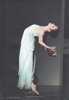 Aurélie Dupont - stunning............... Ballet beautie, sur les pointes ! Shall We Dance, Just Dance, Dance 4, Dance Poses, Dreamy Photography, Dance Photography, Dance Images, Dance Pictures, Dance Movement