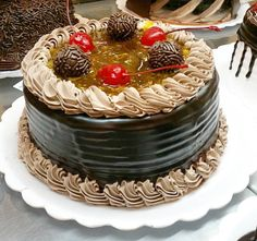 Torta de chocolate com maracujá. #confeitariapolos #goiania  (em Polos Pães e Doces)