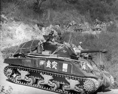 アメリカ側の生産合理化によるベース車台の不足とノルマンディ戦の損害補充の為に生じたレンドリースM4戦車そのものの供給不足によってファイアフライの製造は最も強く求められた時期に最も停滞してしまう。世の中はうまく行かないものだ。