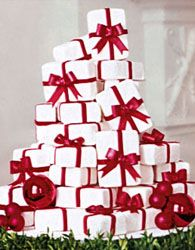 Find some pictures for Christmas wedding cake designs so that you can see all the beautiful wedding cakes that can be made. Wedding Cake Designs, Wedding Cupcakes, Christmas Wedding Themes, Christmas Colors, Red Christmas, Christmas Time, Winter Torte, Winter Cakes, Sweets