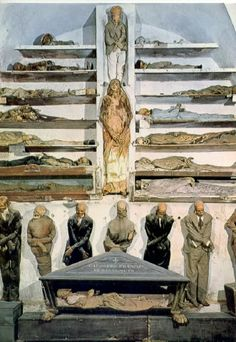 Italy's most ghoulish site, Capuchin Catacombs in Palermo. This crypt houses thousands of corpses Cemetery Art, The Monks, Haunted Places, Memento Mori, Macabre, Archaeology, Places To See, Creepy, Graveyards