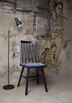 Snygg stol. Ibland är det fint att bryta av vita väggar med lite detaljer