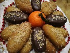 ΜανταρινοΜελομάκαρονα. Δοκιμάστε να φτιάξετε τα ΠIO νόστιμα μελομακάρονα που έχετε φάει.... Greek Sweets, Greek Desserts, Greek Recipes, Greek Christmas, Christmas Sweets, Xmas, Pureed Food Recipes, Vegan Recipes, Greek Cookies