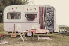 """Margriet Mudde mailde mij een paar weken over haar prachtige project: Vintage Rosie. Ze vertelt… """"Afgelopen zomer begon het bij mij te kriebelen… wat zou ik graag een caravan helemaal naar mijn eigen smaak willen stylen. Een beetje rood, roze, wit en heel veel brocante en vintage. Na een zoektocht op internet vonden we in …"""