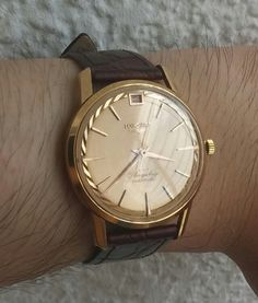 Beautiful Vintage Longines flagship deluxe in 18k solid gold, circa 1950s.  What I would do for this watch!