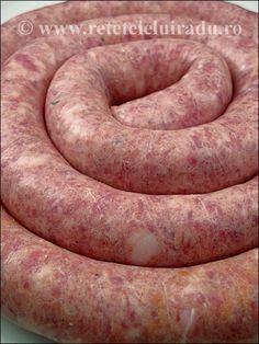 Imagini pentru ce a mancat petruta dinu in ani care i are? How To Make Sausage, Sausage Making, Homemade Sausage Recipes, Bratwurst, Ground Meat, Smoking Meat, Charcuterie, Chorizo, Gastronomia