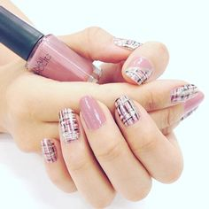 今日はニューフェイスY美ちゃんのツィードネイルです。ベースはグレイッシュなローズにアートの細筆を使って仕上げています♪ #RO602 #WT080 #BK081 #GD083  #nailholic_kose #followme #kose #nails #nail #newnail #nailart #nailpic #nailstyle #naildesign #nailholic #nailpolish #beauty #japan #japanesenail #ネイルホリック #コーセー #セルフネイル #プチプラネイル #ネイルポリッシュ #週末ネイル #オフィスネイル #ツィードネイル #Y美ちゃんネイル