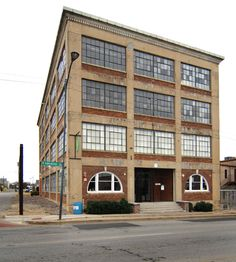 Historical context for the true loft, possibly old manufacturing building. Note also the ground level glass should be somewhat different from upper floors, more like retail storefront Warehouse Apartment, Warehouse Living, Warehouse Home, Warehouse Design, Warehouse Conversion, Loft Conversions, Brick Loft, Industrial Apartment, Building Exterior