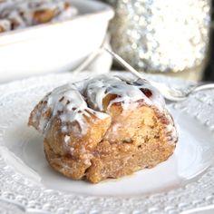 Skinny Pumpkin Cinnamon Rolls by Skinny Girl Standard, a low calorie food blog.