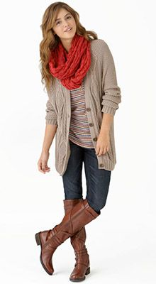 Such a cute scarve and the whole outfit is totally something i would wear! Love it!