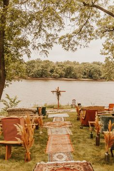 Rachel and Matthew's special day was filled with laughter, dancing, (happy) tears, and rustic charm! This easy-going couple created a bohemian feel with DIY elements that made this wedding day truly one-of-a-kind. See more real wedding inspiration at rusticweddingchic.com | #BohemianWedding #BackyardWedding #RusticWedding | Photo: @nicolekrausephotography Rustic Bohemian Wedding, Bohemian Wedding Inspiration, Lakeside Wedding, Boho Bride, Wedding Advice, Plan Your Wedding, Diy Wedding, Wedding Day, Marrying My Best Friend