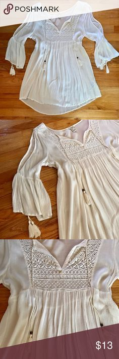 Forever 21 Boho Cover Up Tunic This tunic/cover up is from forever 21, only worn once as a beach cover up. It is lightweight and linen. From the shoulder to elbow, there is a slit cut detail. The dress hits at your high thigh. Forever 21 Dresses