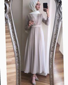 ✔ Fashion Dresses Party Muslim Source by maziyya – Hijab Fashion 2020 Hijab Prom Dress, Hijab Evening Dress, Hijab Style Dress, Muslim Dress, Dress Outfits, Fashion Dresses, Dresses Dresses, Modern Hijab Fashion, Hijab Fashion Inspiration