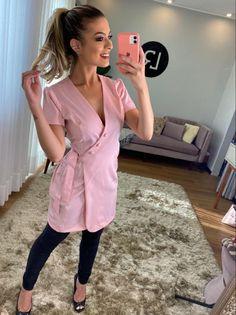 Beauty Salon Uniform Ideas, Beauty Salon Decor, Beauty Therapist Uniform, Doctor White Coat, Beauty Uniforms, Spa Uniform, White Lab Coat, Clothing Studio, Hairdo For Long Hair