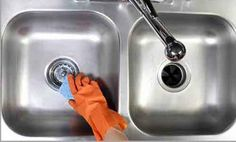 The simplest way to clean a sink, whether it is in your kitchen or bathroom, is to scrub it with a solution of dish detergent formula and warm water. Remove Rust Stains, The Kitchen Food Network, Kitchen Cabinet Kings, Bathroom Sink Tops, Fabric Softener Sheets, Stainless Steel Cleaner, Glass Sink, Soap Scum, Dishwashing Liquid