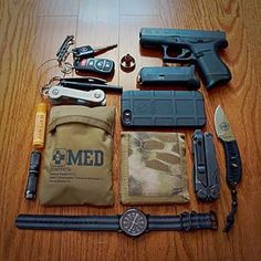 Nice looking edc. I like to see the medical pouch is present.