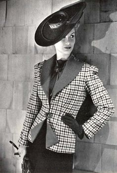 A sharply tailored Bergdorf Goodman look from 1941. #vintage #fashion #1940s #hat #suit