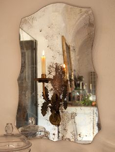 Un espejo con mucha historia  Arriba espejo de Palau de Casavells.