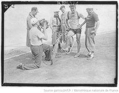 [Recueil. Tour de France cycliste de 1936. Journée du 14 juillet. 7e étape Aix les Bains-Grenoble] : [lot de photographies de presse] / [Agence Meurisse ?] - 1