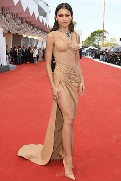 Zendaya Coleman Kristen Stewart, Celebrity Red Carpet, Celebrity Style, Balmain, Babe, Zendaya Coleman, International Film Festival, Red Carpet Looks, Red Carpet Fashion