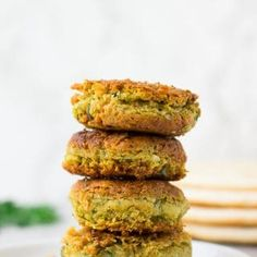 Easy Vegan Falafel using canned chickpeas. Baked or Pan Fried options! Best Vegan Recipes, Great Recipes, Vegetarian Recipes, Favorite Recipes, Vegan Meals, Dinner Recipes, Vegan Falafel Recipe, Vegan Soup, Tahini