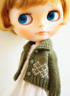 Hand-knitted cardigan with a collar - MOSS GREEN for blythe/ licca