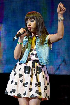 Carly Rae Jepsen:  What to wear: A girlie dress and a denim vest. Clip on some bangs if you don't have any. For the look, the best accessory isn't just a microphone, but a fake telephone, too. How to act: Ask people to call you. Maybe.