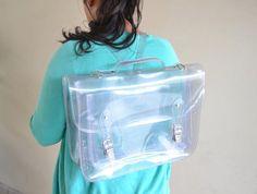Bolsa mochila plástico transparente (hecho a mano a pedido) de goldenponies en Etsy https://www.etsy.com/es/listing/113163579/bolsa-mochila-plastico-transparente
