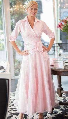 Pink Boho Skirt and Classic Wrap Shirt for the modern and elegant mother of the bride - Bridal Gowns Summer Mother Of The Bride Dresses, Mother Of The Bride Plus Size, Mother Of The Bride Gown, Mother Of Groom Dresses, Bride Groom Dress, Plus Wedding Dresses, Garden Wedding Dresses, Trendy Dresses, Dress Wedding