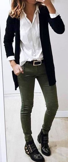Black blazer and gray jeans. #SpringOutfits #SpringDress #outfit2018
