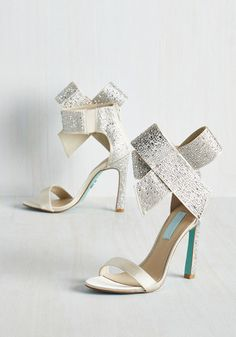 Kick It Up a Posh Heel in Sparkling Champagne. Amp your look up to eleven with these panache-filled satiny heels by Betsey Johnson. Gold Heels, Pumps Heels, Stilettos, Vintage Heels, Retro Vintage, Gold Wedding Shoes, Unique Heels, Indie Outfits, Indie Clothes