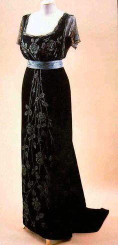Black evening gown by Jacques Doucet, ca. 1908.