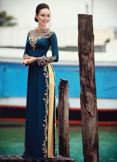 Vietnamese Traditional Dress, Vietnamese Dress, Traditional Dresses, Asian Fashion, Hijab Fashion, Fashion Dresses, Runway Fashion, Fashion Trends, Moroccan Dress
